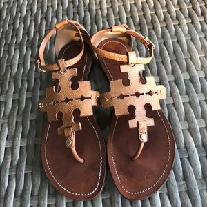 Tory Burch Phoebe Flat Thong Sandal Tan Leather.